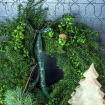 Dekorativ krans store nåletræsgrene, kogler og buksbomgrønne 70cm